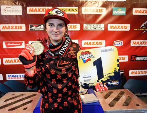 CAMPEONA DEL MUNDO SUPERENDURO 2016  (English versión below)